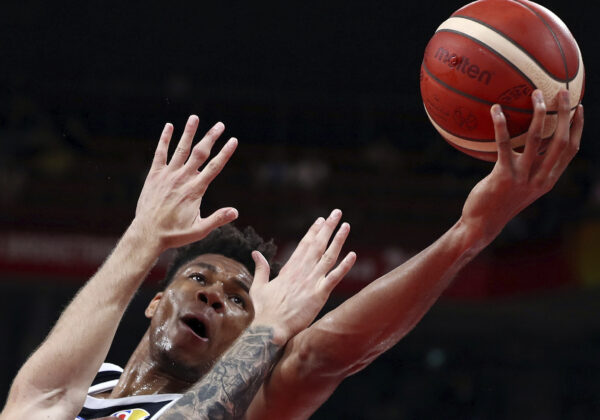 Basketball - FIBA World Cup - Second Round - Group K - Czech Republic v Greece - Shenzhen Bay Sports Center, Shenzhen, China - September 9, 2019  Greece's Giannis Antetokounmpo in action REUTERS/Athit Perawongmetha     TPX IMAGES OF THE DAY - UP1EF99127J2R